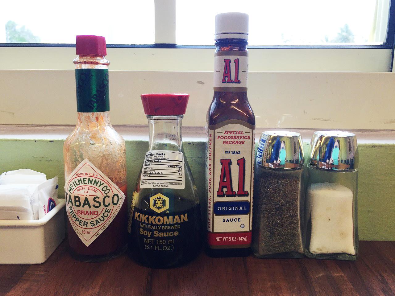 A.1.ソースとお醤油とタバスコはローカルの方の必需品です。