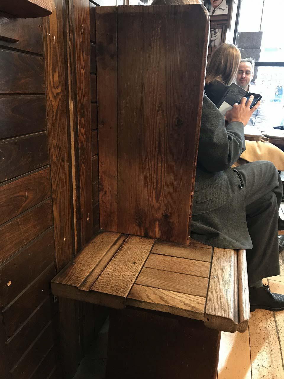 一人用の座席。