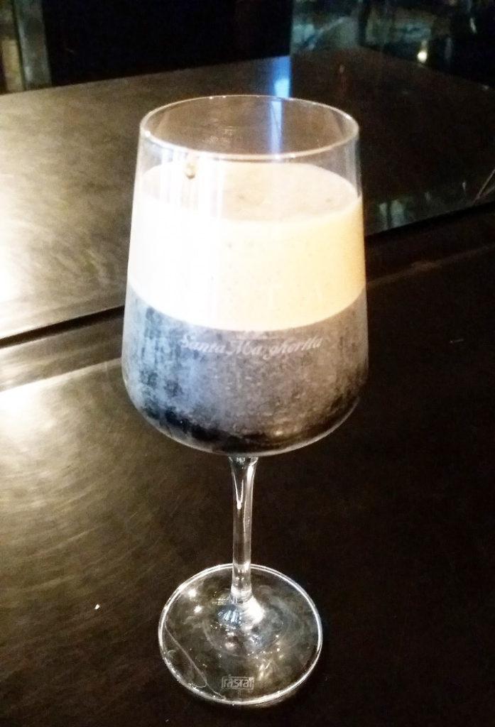 【イタリア】暑くなると飲みたくなる、シェイクしたアイスコーヒー!