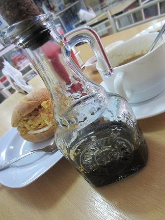 醤油差しに見える濃縮コーヒーが入った瓶