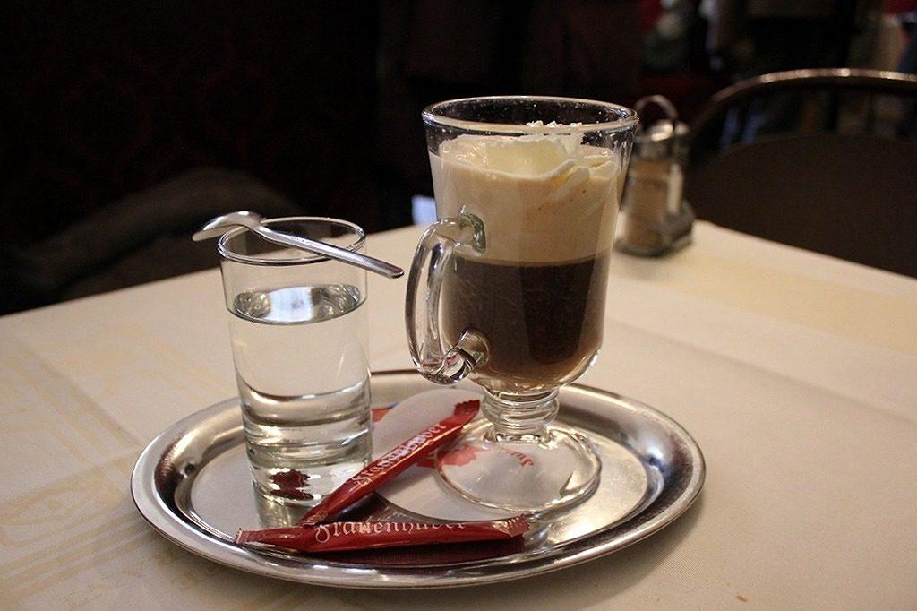 カフェ・フラウエンフーバーのアインシュペナー