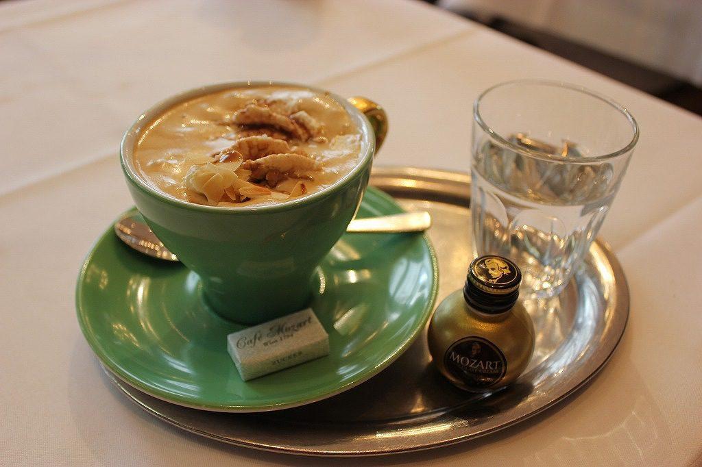 【オーストリア】歴史的なコーヒーを知ろう!最初はメジャーな「メランジュ」、慣れたらコレ
